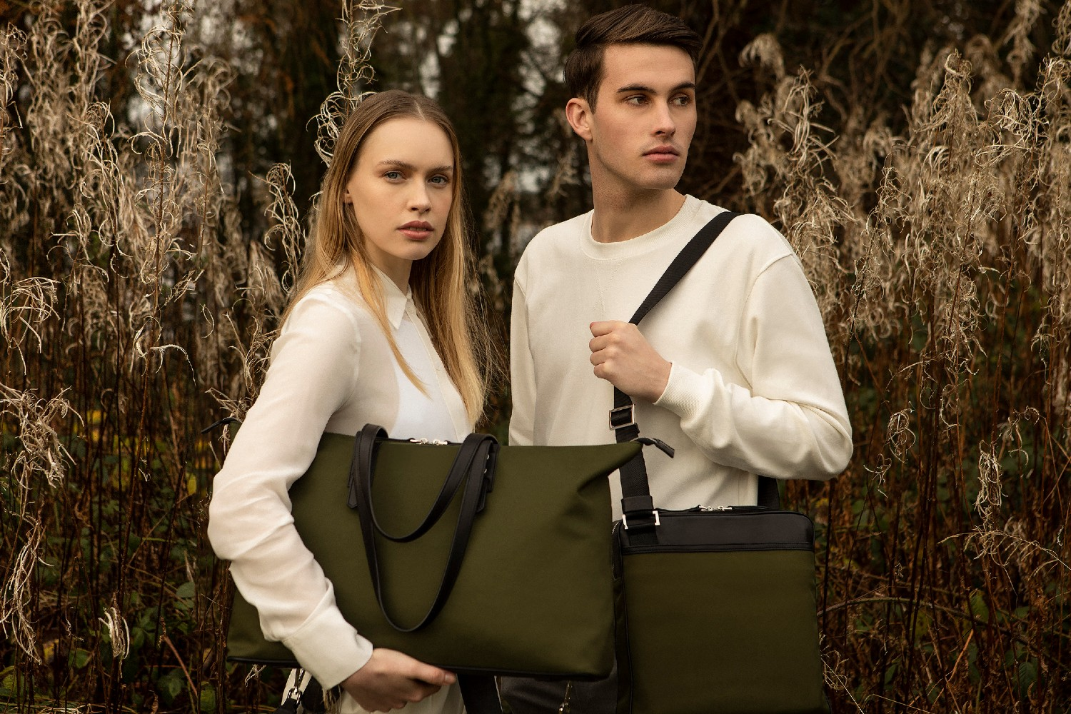 The Gallery Tote To Backpack and the Gallery Messenger bag aoife® color Military green made with ECONYL® regenerated nylon